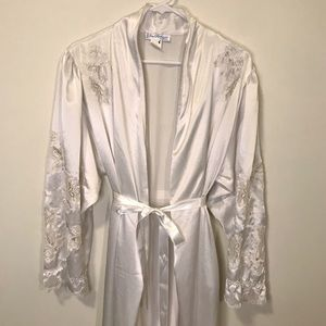 Gorgeous Vintage Bridal robe